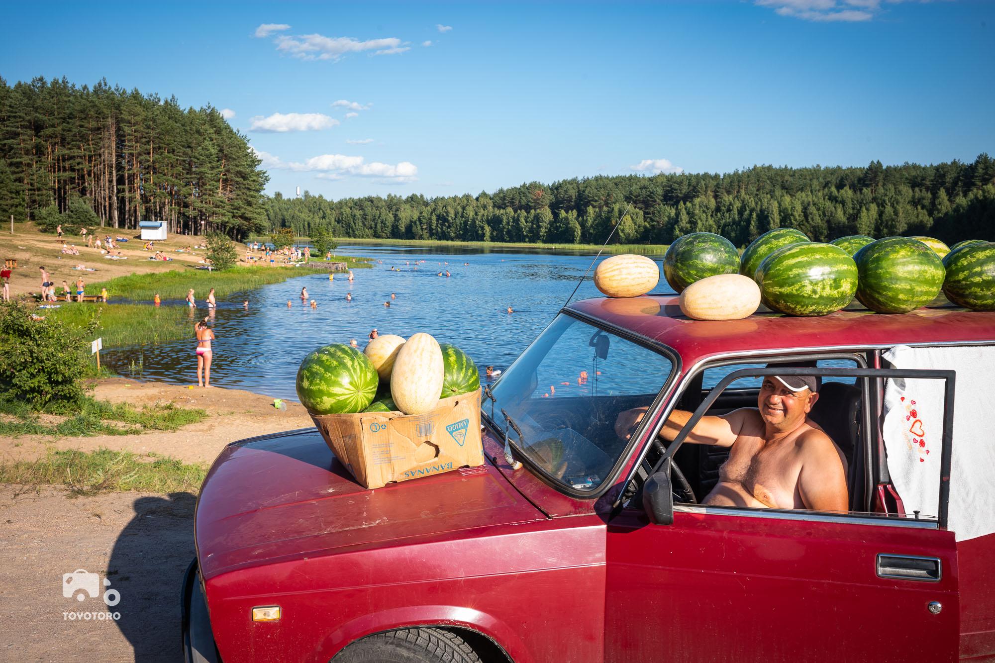 """""""Wunderschoene Melonen"""" (rural Belarus)"""