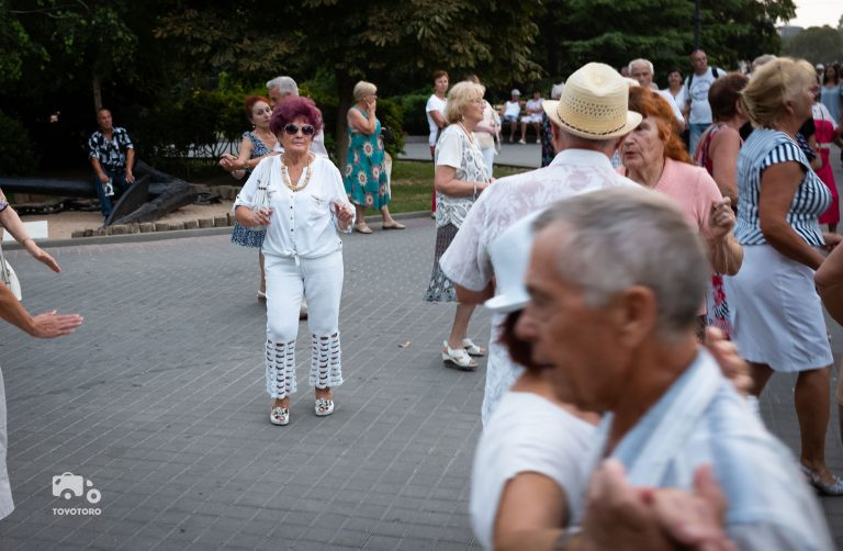 Public dancing session in Sevastopol